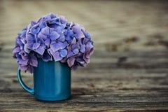 Ακόμα ζωή με τα λουλούδια Hortensia στοκ εικόνα με δικαίωμα ελεύθερης χρήσης