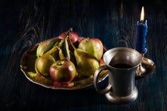 Ακόμα ζωή με τα μήλα και τα αχλάδια στοκ εικόνα