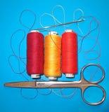 Ακόμα ζωή με τα ράβοντας όργανα για το ράφτη Στοκ Φωτογραφίες