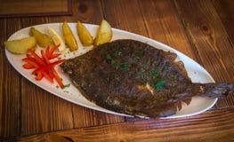 Ακόμα ζωή με τα ψάρια, τα λαχανικά και τα χορτάρια Στοκ Εικόνα