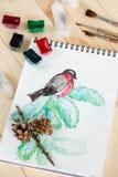 Ακόμα ζωή με την παιδαριώδη ζωγραφική watercolor του bullfinch Στοκ Εικόνες
