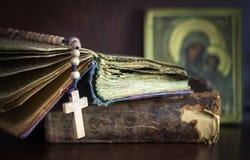 Ακόμα ζωή με τη Βίβλο Στοκ Φωτογραφίες