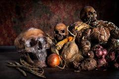 Ακόμα ζωή με το κρανίο και τα φρούτα Στοκ Φωτογραφία