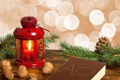 Ακόμα ζωή με το κόκκινες lanter και τη Βίβλο Στοκ εικόνες με δικαίωμα ελεύθερης χρήσης