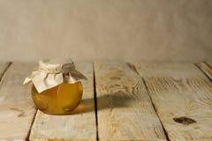 Ακόμα-ζωή με το μέλι Στοκ φωτογραφία με δικαίωμα ελεύθερης χρήσης