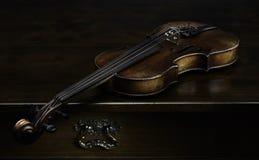 Ακόμα ζωή με το παλαιό βιολί Στοκ φωτογραφίες με δικαίωμα ελεύθερης χρήσης