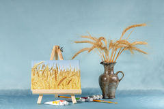 Ακόμα ζωή με easel, watercolor και σίτου τα αυτιά Στοκ εικόνες με δικαίωμα ελεύθερης χρήσης