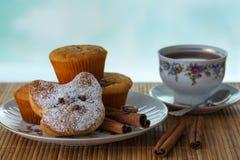 Ακόμα ζωή με muffins Στοκ Εικόνες