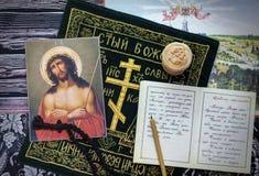 Ακόμα ζωή σχετικά με το θέμα της προσευχής και δανεισμένος Στοκ φωτογραφίες με δικαίωμα ελεύθερης χρήσης