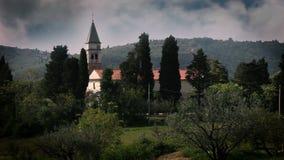 Ακόμα μια εκκλησία στο περιβάλλον φύσης φιλμ μικρού μήκους