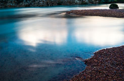 Ακόμα ποταμός βουνών νερού στις Άνδεις στο Περού Στοκ εικόνα με δικαίωμα ελεύθερης χρήσης