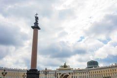 Αλέξανδρος Column στο τετράγωνο παλατιών στη Αγία Πετρούπολη Στοκ φωτογραφίες με δικαίωμα ελεύθερης χρήσης