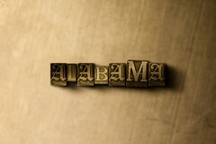 ΑΛΑΜΠΑΜΑ - κινηματογράφηση σε πρώτο πλάνο της βρώμικης στοιχειοθετημένης τρύγος λέξης στο σκηνικό μετάλλων Στοκ φωτογραφία με δικαίωμα ελεύθερης χρήσης