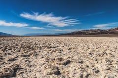 Αλατισμένα επίπεδα στη λεκάνη Badwater, εθνικό πάρκο κοιλάδων θανάτου, Καλιφόρνια στοκ φωτογραφία με δικαίωμα ελεύθερης χρήσης