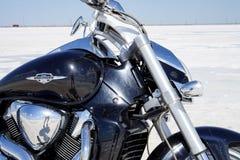 Αλατισμένη λίμνη, άλας, λίμνη Baskunchak στη Ρωσία, μοτοσικλέτα στοκ εικόνες με δικαίωμα ελεύθερης χρήσης