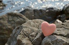 Αλατισμένος αριθμός καρδιών για έναν βράχο θάλασσας Στοκ Φωτογραφίες