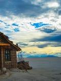 Αλατισμένο ξενοδοχείο στη Βολιβία s salar de uyuni στοκ φωτογραφίες