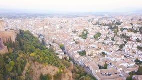 αλγορίθμου παλάτι και φρούριο στη Γρανάδα, Ανδαλουσία, Ισπανία Ανατολή εναέριες βιντεοσκοπημένες εικόνες από τον κηφήνα Κάμερα ri απόθεμα βίντεο