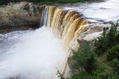 Αλεξάνδρα Falls πέφτει 32 μέτρα πέρα από τον ποταμό σανού, δίδυμα πτώσεων βορειοδυτικά εδάφη πάρκων φαραγγιών εδαφικά, Καναδάς Μα στοκ εικόνες με δικαίωμα ελεύθερης χρήσης