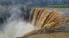 Αλεξάνδρα Falls στον ποταμό σανού στα βορειοδυτικά εδάφη του Καναδά ` s στοκ φωτογραφία με δικαίωμα ελεύθερης χρήσης