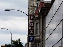 Αλεπού 7 λογότυπο στην πλευρά ενός κτηρίου στοκ εικόνες