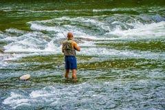 Αλιεία στα ορμητικά σημεία ποταμού του ποταμού Roanoke Στοκ Εικόνες