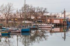 Αλιεία των καλυβών στη λιμνοθάλασσα θαλάσσιου νερού Στοκ Φωτογραφίες