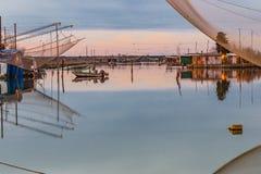 Αλιεία των καλυβών στη λιμνοθάλασσα θαλάσσιου νερού Στοκ εικόνα με δικαίωμα ελεύθερης χρήσης