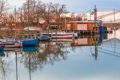 Αλιεία των καλυβών στη λιμνοθάλασσα θαλάσσιου νερού Στοκ φωτογραφίες με δικαίωμα ελεύθερης χρήσης