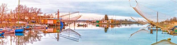 Αλιεία των καλυβών στη λιμνοθάλασσα θαλάσσιου νερού Στοκ Εικόνα
