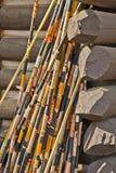 Αλιεία των ράβδων σε μια καμπίνα κούτσουρων Yellowstone, WY Στοκ Εικόνα
