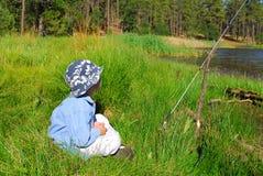 αλιεία 24 αγοριών Στοκ εικόνα με δικαίωμα ελεύθερης χρήσης
