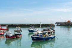 Αλιευτικά πλοιάρια εμπορικής αλιείας στο λιμάνι Folkestone στοκ φωτογραφία