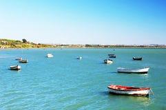Αλιευτικά σκάφη στην παραλία Puerto πραγματική στο Καντίζ, Ανδαλουσία Ισπανία Στοκ εικόνα με δικαίωμα ελεύθερης χρήσης