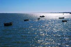 Αλιευτικά σκάφη στην παραλία Puerto πραγματική στο Καντίζ, Ανδαλουσία Ισπανία Στοκ Φωτογραφίες
