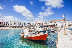 Αλιευτικά σκάφη στην πόλη της Μυκόνου, διάσημος τουριστικός προορισμός, Ελλάδα στοκ φωτογραφίες με δικαίωμα ελεύθερης χρήσης