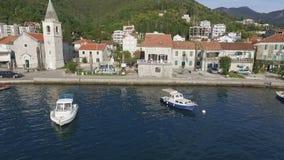 Αλιευτικά σκάφη στο λιμάνι το πρωί απόθεμα βίντεο