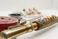 Αλιευτικό εργαλείο μυγών στο άσπρο υπόβαθρο στοκ φωτογραφία με δικαίωμα ελεύθερης χρήσης