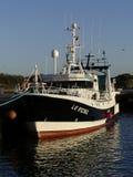 Αλιευτικό σκάφος που ελλιμενίζεται στο λιμάνι Στοκ Εικόνες