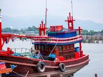 Αλιευτικό σκάφος στην Ταϊλάνδη στο λιμάνι Στοκ φωτογραφία με δικαίωμα ελεύθερης χρήσης