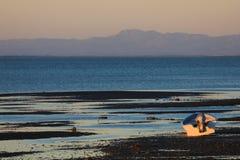 Αλιευτικό σκάφος στο ηλιοβασίλεμα στον κόλπο του SAN Ηγνάτιος Lagoon, Μπάχα Καλιφόρνια, Μεξικό Στοκ φωτογραφία με δικαίωμα ελεύθερης χρήσης