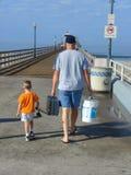 αλιεύοντας γιος πατέρων Στοκ φωτογραφία με δικαίωμα ελεύθερης χρήσης