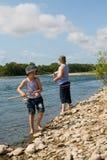 αλιεύοντας εγγονός παππούδων Στοκ Φωτογραφία