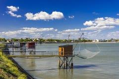 Αλιεύοντας καλύβες και δίχτυα στο ST Nazaire, Γαλλία Στοκ εικόνα με δικαίωμα ελεύθερης χρήσης