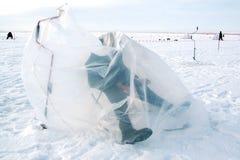 αλιεύοντας παγωμένη λίμνη Στοκ φωτογραφίες με δικαίωμα ελεύθερης χρήσης