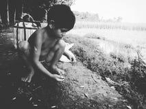 Αλιεύοντας παιδί στην οδό Στοκ φωτογραφίες με δικαίωμα ελεύθερης χρήσης