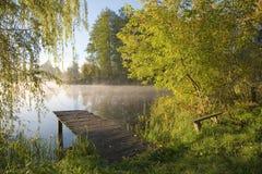 αλιεύοντας παλαιά πλατφό& Στοκ φωτογραφία με δικαίωμα ελεύθερης χρήσης