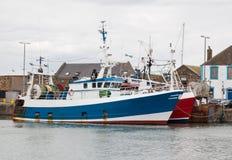 Αλιεύοντας τα αλιευτικά πλοιάρια που προσορμίζονται στην αποβάθρα Στοκ φωτογραφίες με δικαίωμα ελεύθερης χρήσης