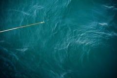 Αλιεύοντας το ραβδί ανωτέρω - νερό Στοκ εικόνα με δικαίωμα ελεύθερης χρήσης