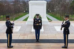 Αλλαγή της φρουράς στον τάφο του Unknowns, εθνικό νεκροταφείο του Άρλινγκτον, Washington DC, ΗΠΑ στοκ εικόνες